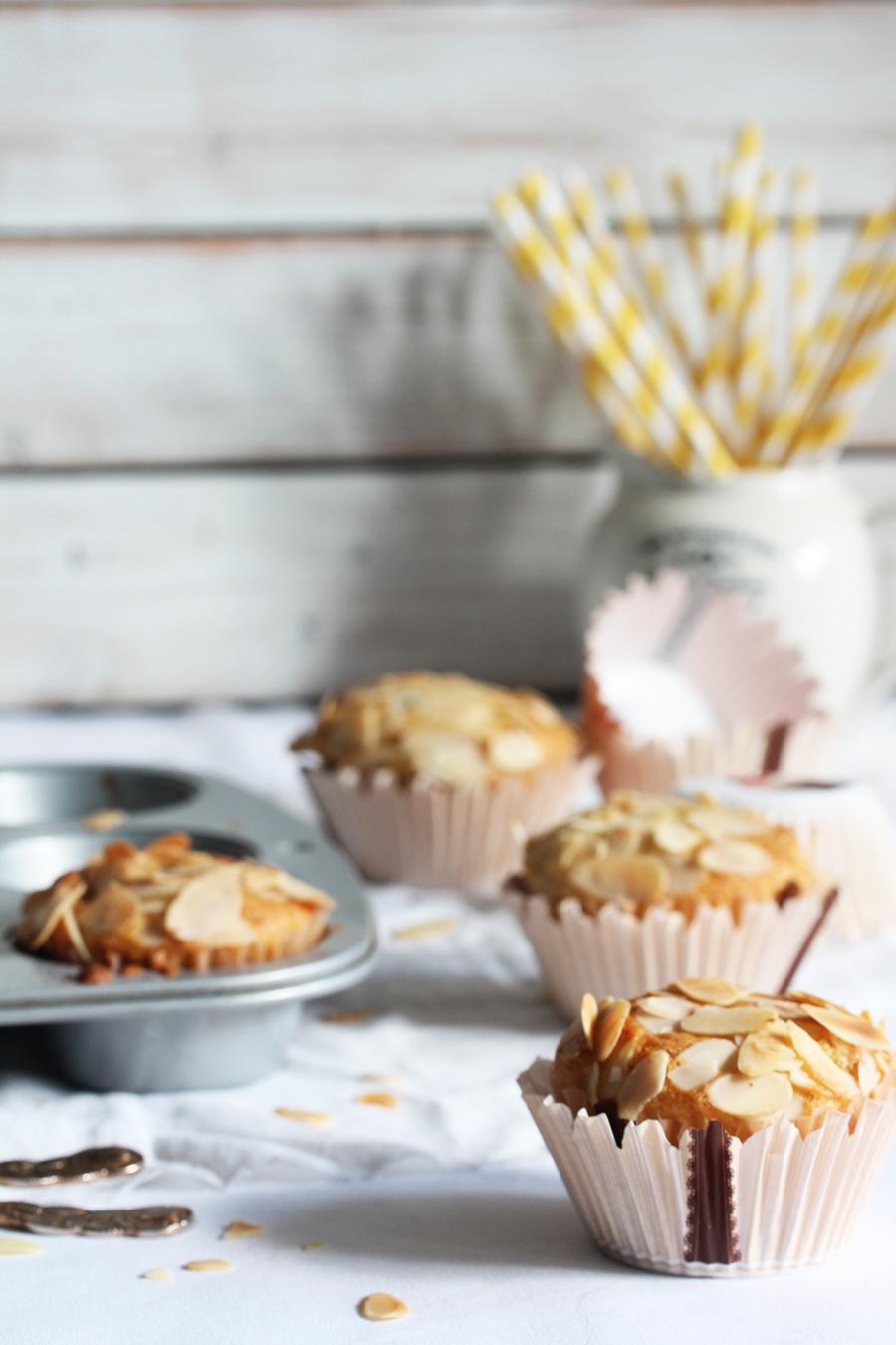 Mandel Muffins mit Kirschen
