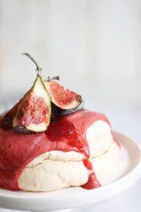 Baiser mit Erdbeeren Feigen