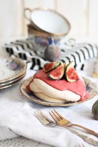 Baiser Törtchen mit Erdbeeren